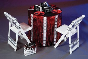 decoration-de-table-rouge-balnc-noir-mariage-theme-cinema-deco-chaise